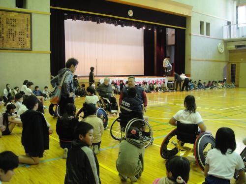 変換?コラム50 車椅子バスケットボール体験学習1.jpg