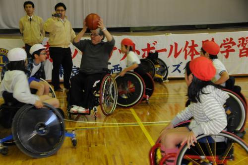 変換?コラム50 車椅子バスケットボール体験学習4.jpg