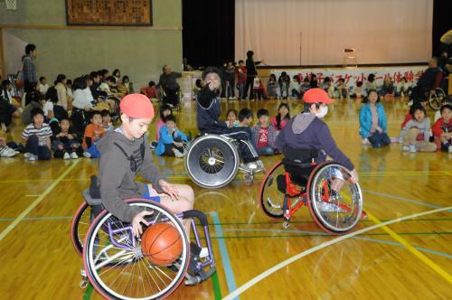 変換?コラム50 車椅子バスケットボール体験学習5.jpg